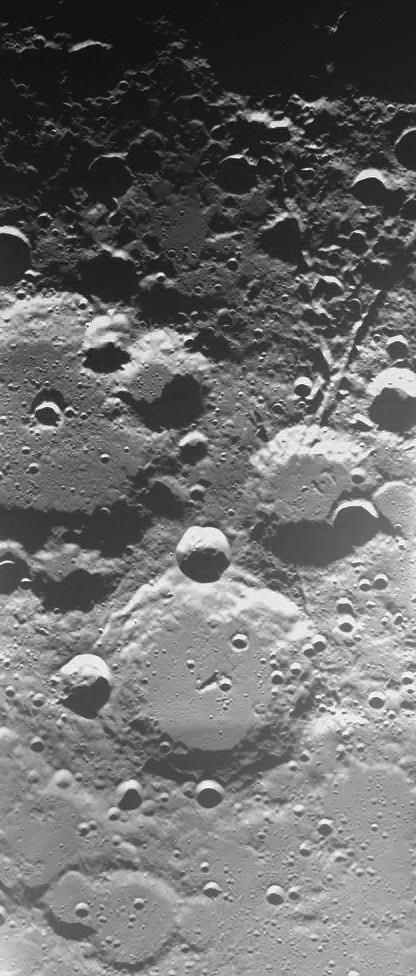 Cráteres Brianchon y Pascal fotografiados por la sonda Smart el 29 de diciembre de 2004